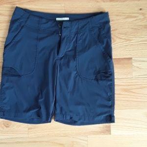 Columbia Women's Navy Omni Shield Shorts size 8